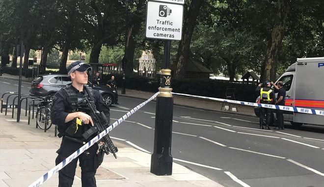 Αστυνομικοί έχουν αποκλείσει το χώρο του συμβάντος