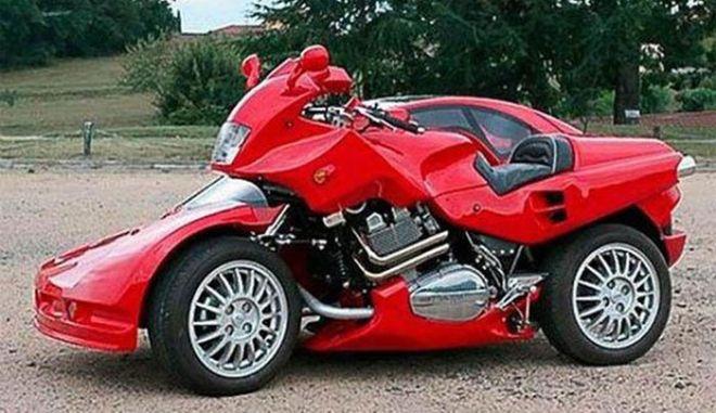 Δύο σε ένα. Μοτοσικλέτα και αυτοκίνητο σε μια ...Ferrari
