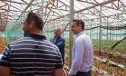 Επίσκεψη του Πρωθυπουργού Κυριάκου Μητσοτάκη σε αγρόκτημα στον Αυλώνα.)