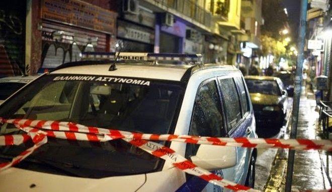 Πυροβολισμοί στο Μικρολίμανο. Ξανθός και ψηλός ο άνδρας που τραυμάτισε 11 άτομα σε κλαμπ