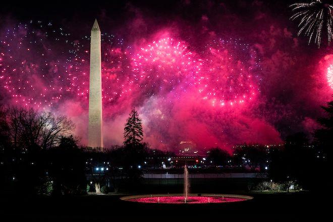 Πυροτεχνήματα κατά την πρώτη ημέρα διαμονής του Τζο Μπάιντεν στον Λευκό Οίκο, 20 Ιανουαρίου 2021