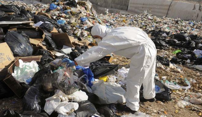 Νέα απόπειρα απόρριψης νοσοκομειακών αποβλήτων στο ΧΥΤΑ Φυλής την Τετάρτη 11 Δεκεμβρίου 2013 (EUROKINISSI/ΚΩΣΤΑΣ ΚΟΜΙΝΗΣ)