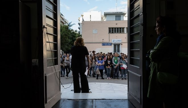 Start of the Panhellenic examinations in the 2nd High School of Thessaloniki, Greece on May 16, 2016. /     2  , 16  2016.