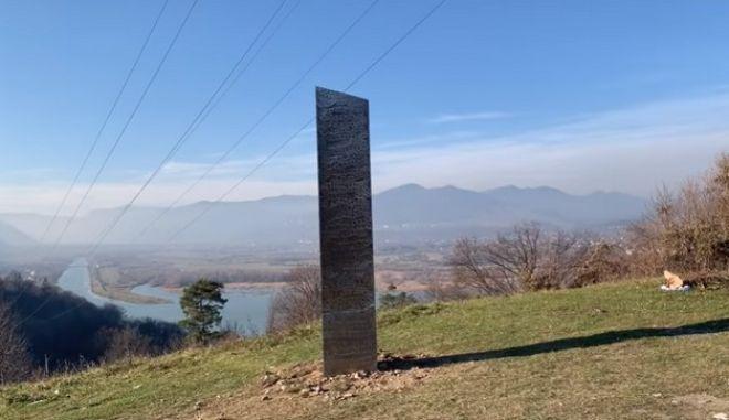 Ο μυστηριώδης μονόλιθος της Γιούτα εμφανίστηκε ξανά - Αλλά στη Ρουμανία