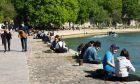 Πολίτες στο ηλιόλουστο Παρίσι