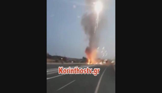 Φωτιά σε φορτηγό στην Εθνική Οδό Αθηνών - Κορίνθου