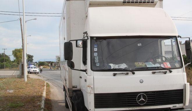 ΑΡΓΟΣ-Τροχαίο σημειώθηκε  το απόγευμα της Παρασκευής 11 Σεπτεμβρίου 2015 στο Άργος, με πρωταγωνιστή έναν ηλικιωμένο ποδηλάτη που χτυπήθηκε από διερχόμενο φορτηγό.  Ευτυχώς ο ηλικιωμένος ποδηλάτης ήταν τυχερός και δεν τραυματίστηκε σοβαρά. Στο σημείο έσπευσε σθενοφόρο του ΕΚΑΒ που τον παρέλαβε και τον μετέφερε στο Νοσοκομείο. Το τροχαίο συνέβη λίγο μετά τις 17:30 στο δρόμο Άργους β Κορίνθου, στο ύψος του σούπερ μάρκετ Carrefour. (EUROKINISSI-ΒΑΣΙΛΗΣ ΠΑΠΑΔΟΠΟΥΛΟΣ)