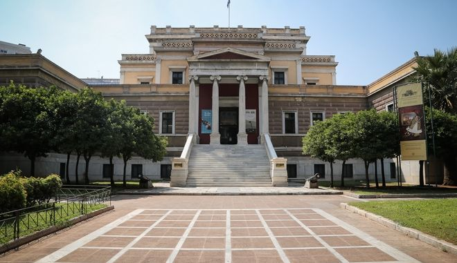Συνελήφθησαν πρίν απο λίγο στο Κέντρο της Αθήνας δύο αλλοδαπές και σε βάρος τους σχηματίζεται δικογραφία απο την υποδιεύθυνση ασφαλείας Αθηνών για περιπτώσεις φθορών σε μουσεία των Αθηνών.