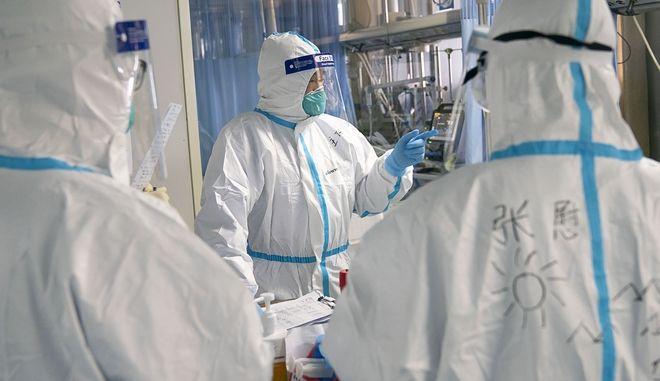 Γιατροί σε νοσοκομείο της Κίνας