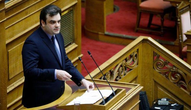 """Τέταρτη ημέρα της συζήτησης στην Ολομέλεια της Βουλής, του σχεδίου νόμου του Υπουργείου Οικονομικών """"Κύρωση του Κρατικού Προϋπολογισμού οικονομικού έτους 2020"""", την Τρίτη 17 Δεκεμβρίου 2019. Στο βήμα ο Κυριάκος Πιερρακάκης."""