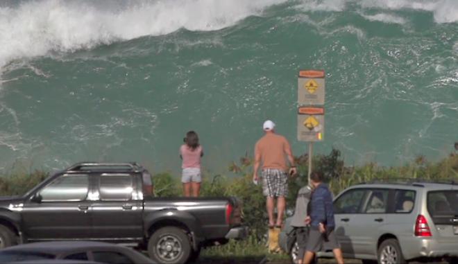 Χαβάη: Τεράστιο κύμα αφήνει άφωνους τους περαστικούς
