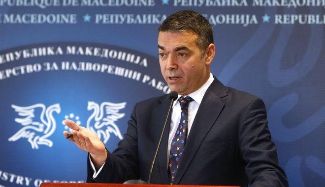 Ο υπουργός Εξωτερικών της πΓΔΜ, Νικόλα Ντιμιτρόφ σε συνέντευξη Τύπου στα Σκόπια