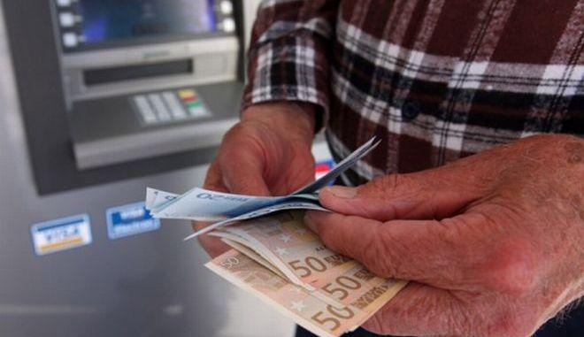 Αναλυτική ενημέρωση για τους τραπεζικούς λογαριασμούς των φορολογουμένων ζητά το ΥΠΟΙΚ