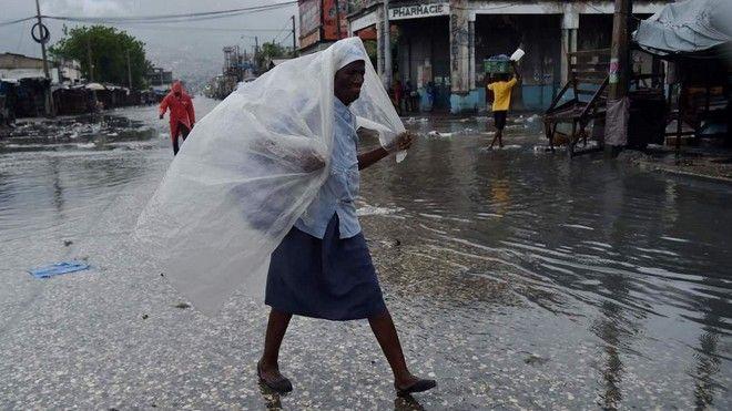 Ο τυφώνας Μάθιου προσεγγίζει τη Φλόριντα. Στους 339 οι νεκροί στην Αϊτή