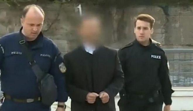 Ο ηθοποιός Γ. Καρκάς προσέρχεται στο δικαστήριο κατηγορούμενος για τον βιασμό οδηγού ταξί