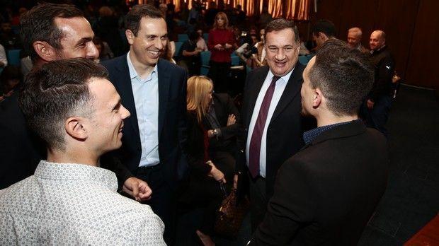 Από αριστερά: Χρήστος Βολικάκης, Παύλος Καγιαλής, Γιώργος Δασκαλάκης, Σπύρος Καπράλος και Λευτέρης Πετρούνιας συνομιλούν πριν την εκδήλωση.