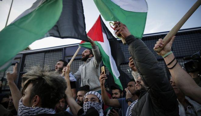 Συγκέντρωση διαμαρτυρίας από τη Λαϊκή Ενότητα και από συλλογικότητες στην ισραηλινή πρεσβεία.