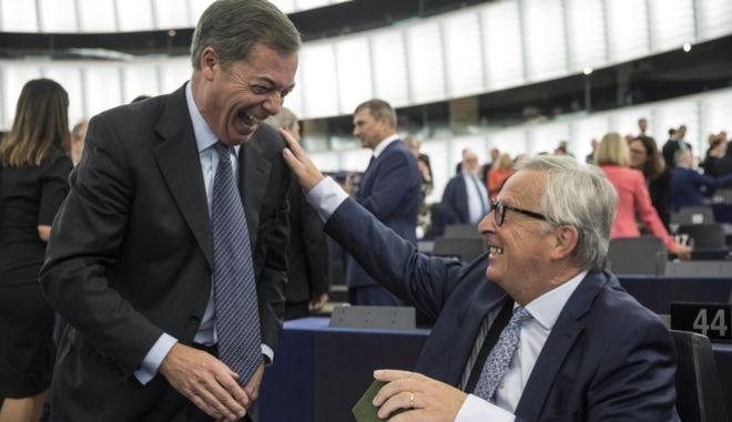 Χαμόγελα μεταξύ Γιούνκερ και Φάρατζ