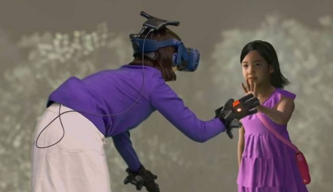 """Σπαρακτικό: Μητέρα """"συναντά"""" τη νεκρή κόρη της μέσω εικονικής πραγματικότητας"""