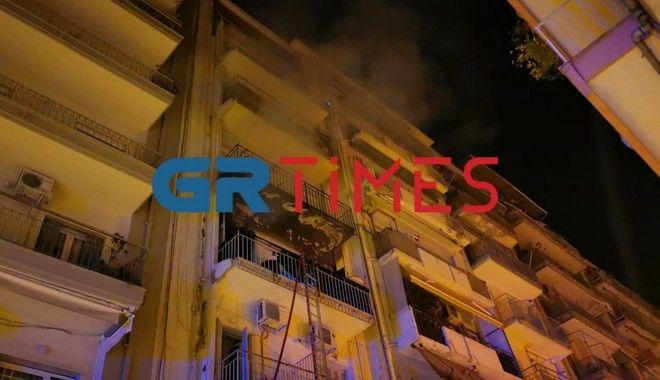 Φωτιά σε διαμέρισμα στη Θεσσαλονίκη - 10 άτομα στο νοσοκομείο