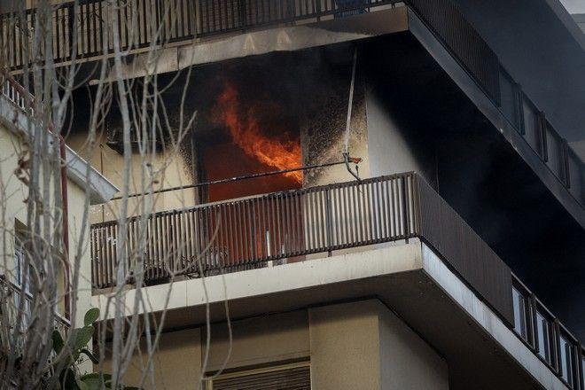 Επιχείρηση της πυροσβεστικής για την κατάσβεση πυρκαγιάς σε διαμέρισμα στο Π.Φάληρο
