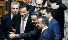 Σέλφι του πρωθυπουργού με υπουργούς και βουλευτές μετά το τέλος της ψηφοφορίας για τον προϋπολογισμό