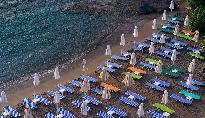 Οι Έλληνες θα πάνε διακοπές, σε άλλο προορισμό και για λίγες μέρες
