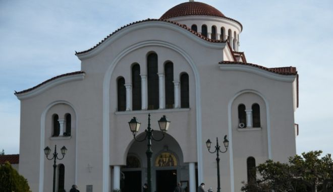 Ιερός Ναός Αγίων Κωνσταντίνου και Ελένης στη Νέα Μάκρη