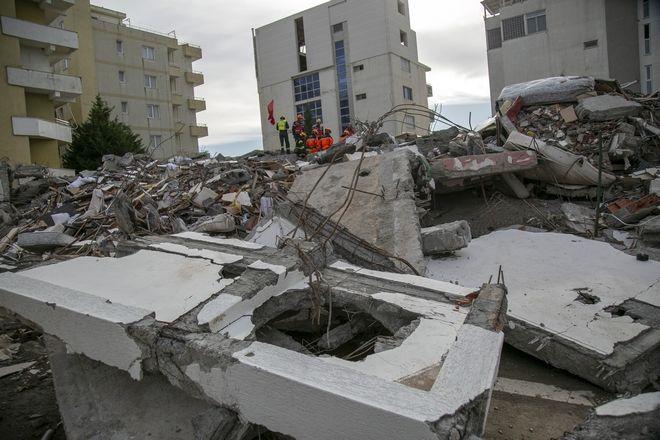 Στιγμιότυπο μετά από τον μεγάλο σεισμό στην Αλβανία