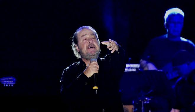 Στιγμιότυπο από συναυλία του Γιάννη Πάριου