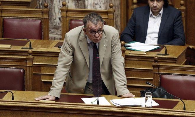Ο υπουργός Μεταναστευτικής Πολιτικής Γιάννης Μουζάλας απαντά σε επίκαιρη ερώτηση στην Ολομέλεια της Βουλής, την Παρασκευή 10 Νοεμβρίου 2017. (EUROKINISSI/ΓΙΩΡΓΟΣ ΚΟΝΤΑΡΙΝΗΣ)