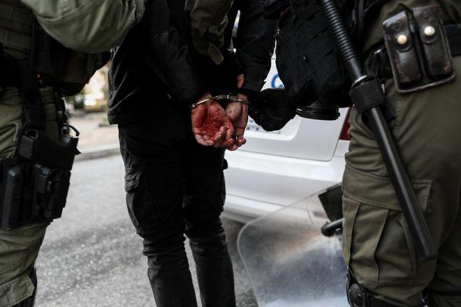 Ανακατάληψη του κτηρίου στον αριθμό 45 της οδού Ματρόζου, στο Κουκάκι, από αντιεξουσιαστές το Σάββατο 11 Ιανουαρίου 2020. (EUROKINISSI/ΣΤΕΛΙΟΣ ΜΙΣΙΝΑΣ)
