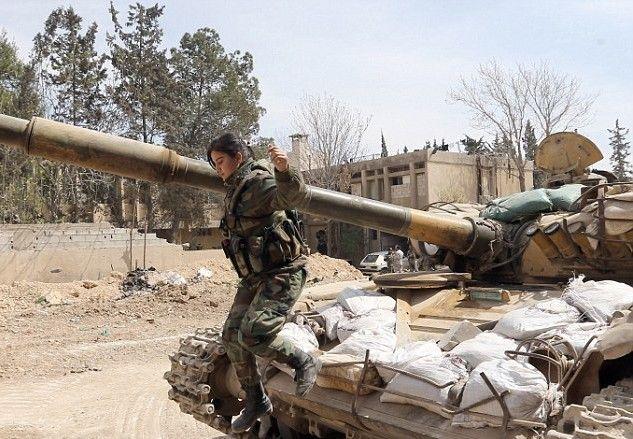 Οι Λέαινες της Συρίας: Τα θηλυκά κομάντο που χειρίζονται Καλάσνικοφ και οδηγούν τανκς