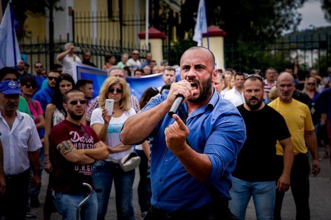 Συγκεντρωμένοι οπαδοί του αρχηγού των 'Ελληνων Συνελευσις