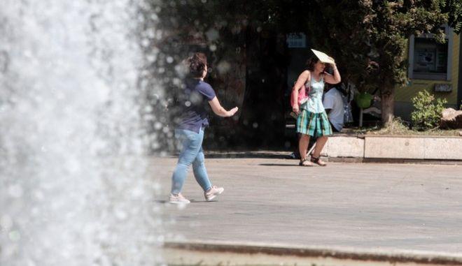 Ζέστη στο κέντρο της Αθήνας.