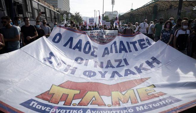 Αντιφασιστική συγκέντρωση έξω από το Εφετείο της Αθήνας κατά την ανακοίνωση της απόφασης για τη Χρυσή Αυγή