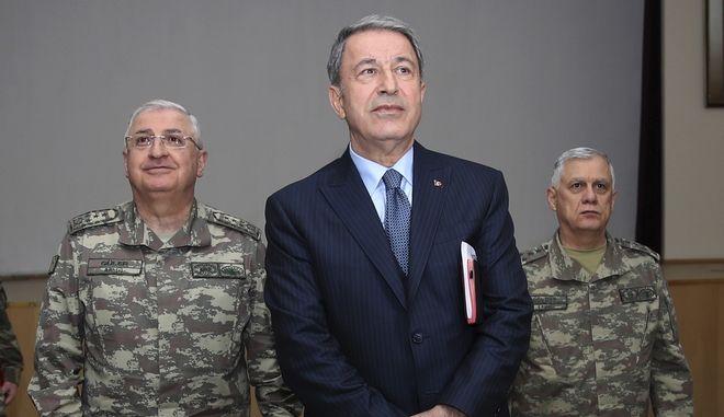 Ο Υπουργός Άμυνας της Τουρκίας, Χουλουσί Ακάρ
