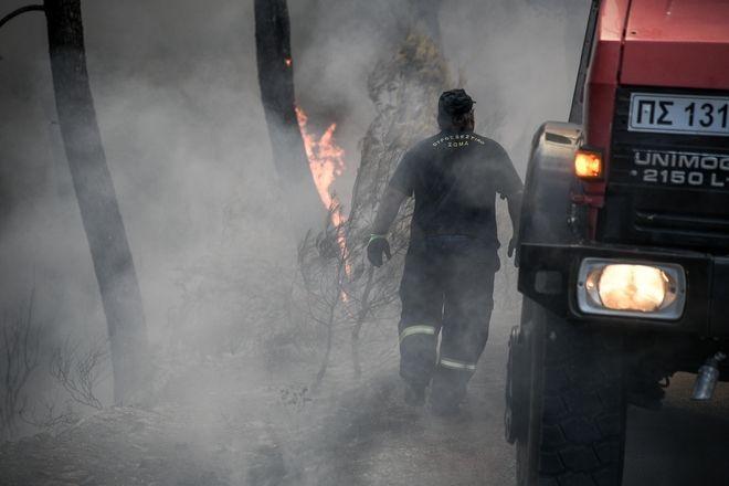Ανεξέλεγκτη φωτιά στην Εύβοια