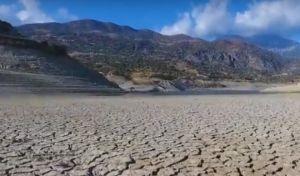 'Στέγνωσε' το φράγμα της Φανερωμένης στην Κρήτη - Εικόνες που θυμίζουν έρημο