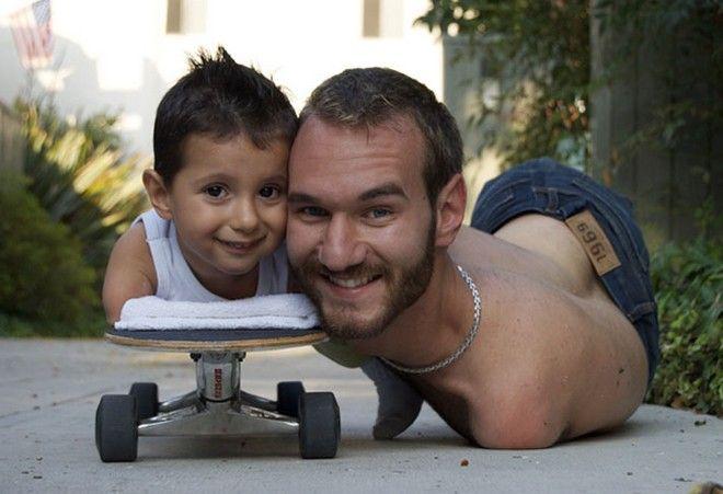 Η απίστευτη ιστορία του Nic Vujicic, του ανθρώπου που γεννήθηκε χωρίς χέρια και πόδια