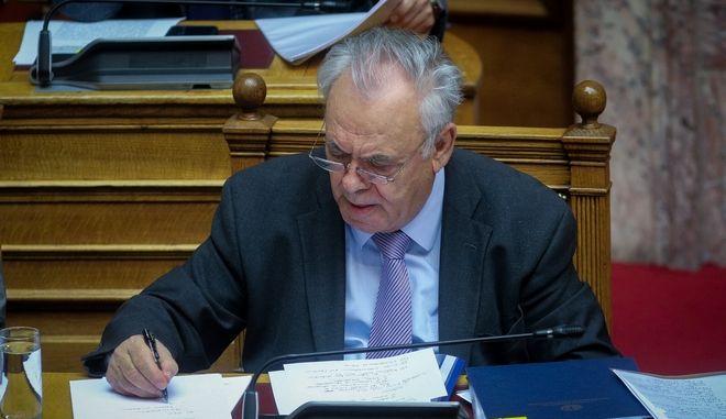 Ο Γιάννης Δραγασάκης στη Βουλή σε συζήτηση στη Βουλή