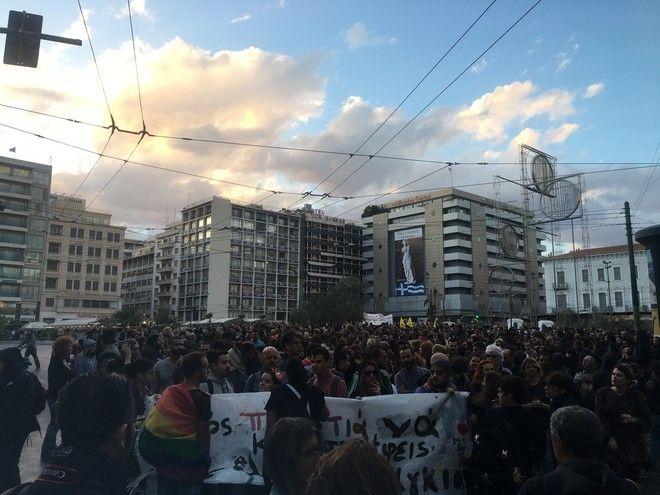 Μέλη της ΛΟΑΤΚΙ κοινότητας πραγματοποιούν πορεία από την Ομόνοια προς το Σύνταγμα την Τετάρτη 26 Σεπτεμβρίου διαμαρτυρόμενοι για τις συνθήκες θανάτου του Ζακ Κωστόπουλου