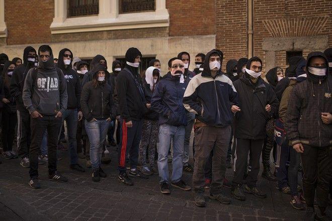 Διαδηλωτές  διαμαρτύρονται ενάντια στους πλειτηριασμούς στην Ισπανία