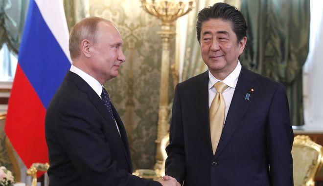 Συνομιλίες Πούτιν - Άμπε για την Β. Κορέα και τις διμερείς διαφορές