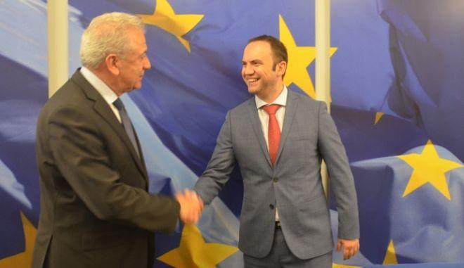 Συνάντηση Αβραμόπουλου με τον αναπληρωτή πρωθυπουργό της ΠΓΔΜ, με φόντο το Σκοπιανό