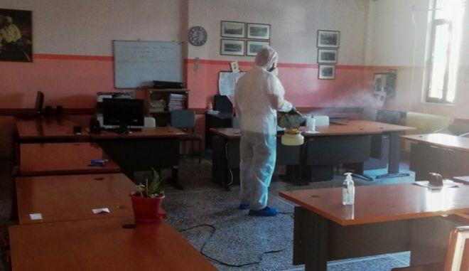 Απολύμανση σε γυμνάσιο στα Τρίκαλα, μετά τον εντοπισμό κρούσματος κορονοϊού