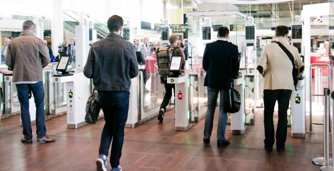 Αυτόματες πύλες ελέγχου των διαβατηρίων στο αεροδρόμιο της Αθήνας