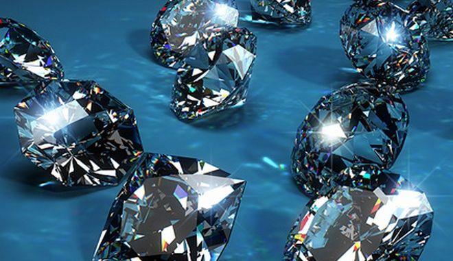 Φύλακας έκλεψε διαμάντια αξίας 5 εκατ. δολαρίων από τα σκουπίδια!