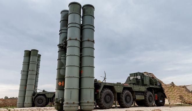 Russian S-400 long-range air defense missile systems at Hemeimeem air base in Syria (Vadim Savitsky/Russian Defense Ministry Press Service via AP)
