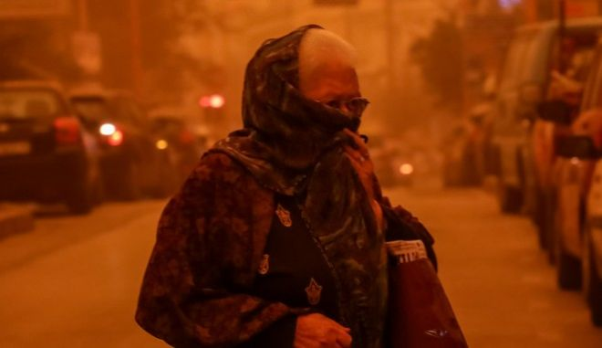 Αφρικανική σκόνη στην πόλη του Ηρακλείου (EUROKINISSI/ΣΤΕΦΑΝΟΣ ΡΑΠΑΝΗΣ)